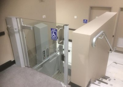 extollo commercial lifts