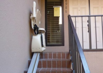 meditek-outdoor-straight-stairlift-1